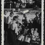 Archiv M043 Jungengruppe am Seeufer, 1930er thumbnail