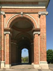 (Paolo Cozzarizza) Tags: italia lombardia bergamo caravaggio chiesa alberi piante
