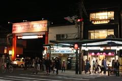 IMG_6388 Gion (drayy) Tags: kyoto japan gion temple kiyomizudera maruyamakoen park sakura cherryblossoms 日本 京都 清水寺 円山公園 花見 桜