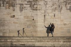 La faille (carnoy.laurent) Tags: mur wall faille flaw quai platform paris seine photographe photographer bouquet cadenas padlock poing fist