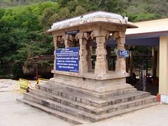 Ettukkaal mandapam, Amanalingeswarar Temple, Thirumoorthy, Pollachi (v s raam (on/off)) Tags: thirumoorthy pollachi coimbatore udamalpet tamilnadu palar amanalingeswarar lingeswar lingeswarar siva shiva athri attri maharshi anasuya anasooya palani vishnu brahma eight pillar ettukkal