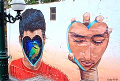 Tu corazón en la mano. (Gaby Fil Φ) Tags: barranco barranquino intervencionesurbanas graffitis pintadas pinturas lima perú sudamérica arte arteurbano artecallejero colores expresiones