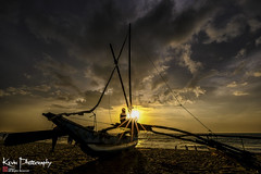 FXT29432 (kevinegng) Tags: srilanka hotelcamelotbeach negombo camelotbeach beach sunset dusk lateafternoon evening colorful silhouette boat fishingboat starburst