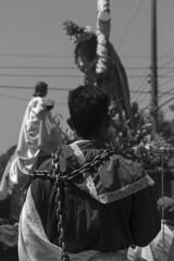 CADENA DE PECADOS (DennisDomínguez) Tags: cadenas semanasanta sanjuannonualco elsalvador photo photography photos photografía photograph canophoto blackwhite holyweek city travel portrait
