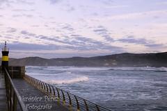 Faro Comillano (Veronica Perez Fotografia) Tags: faro comillas muelle puerto marinero cantabria olas mar agua tierra paisaje natural unico nubes clouds canon water