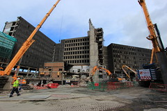 St James' Shopping Centre, demolition, 24 April 2017 (Richard Xe) Tags: workman demolition demmaster stjames edinburgh shoppingcentre brutalistarchitecture constructionworker
