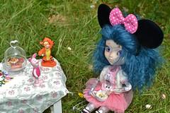 The de fleurs, premier degré! (alixir2.0) Tags: disney mickey mouse souris dessin animé pullip figurine toys jouet winnie pooh time gouter jardin lourson bourriquet gateau kawaii cute tigrou porcinet doll bjd poupée enfance alixir