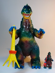 Bandai B-Club  Vintage Bullmark Giant Gojira () Reprint  Custom Paint Job  Front (My Toy Museum) Tags: colour vintage giant paint godzilla custom goji reprint bullmark