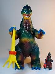 Bandai B-Club – Vintage Bullmark Giant Gojira (ジャイアントゴジラ) Reprint – Custom Paint Job – Front (My Toy Museum) Tags: colour vintage giant paint godzilla custom goji reprint bullmark