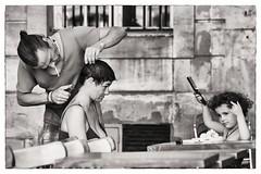 street barber (Gerard Koopen) Tags: bw paris france nikon îledefrance streetphotography barber frankrijk parijs streetshot streetbarber straatfotografie 2013 70200mm28ii
