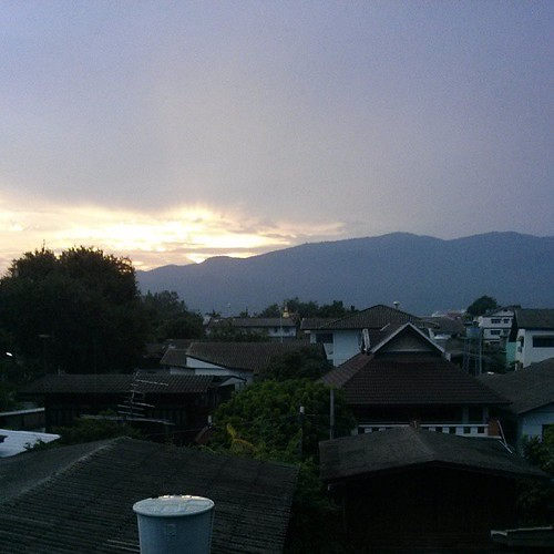 Twilight sun over Doi Suthep, from my room on Sripoom soi 1., © benhourigan