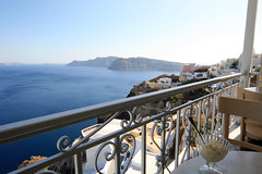 Ice cream break (Ben936) Tags: sea buildings restaurant balcony wroughtiron caldera icecream oia ballustrade thirassia