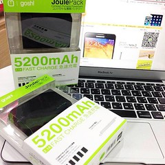 Gosh-Joule Pack Power Bank 5200 mAh ใช้ได้กับ iPhone, iPad, iPad mini, Samsung HTC, LG, Blackberry, และ สมาร์ทโฟน ทุกรุ่น ด้วยขนาดที่เล็ก สามารถใส่ในกระเป๋าเสื้อได้ สามารถเช็คจำนวนประจุที่เหลืออยู่ได้จากไฟ LED บอกสถานะ จ่ายไฟ 2.1A ความจุ 5200 mAh (ชาร์จ i