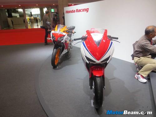 2014-Honda-CBR250R-13