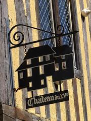 Crèvecoeur-en-Auge, château, enseigne (Ytierny) Tags: france vertical architecture construction village normandie château paysdauge calvados enseigne colombage habitation edifice bassenormandie pandebois crèvecoeurenauge ytierny