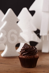 Black chocolate cupcake on Christmas background (365mm.cat) Tags: christmas wood xmas winter party food black cute cup cake dark festive dessert gold golden wooden holidays sweet chocolate background nobody sugar foodporn cupcake bakery fancy icing iced elegant temptation frosting baked frosted decorated fondant buttercream homebaking foodphotography homebaked sugarcraft sugarpaste foodstyling