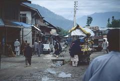 Indien: Kashmir 1997 (patrikmloeff) Tags: world voyage travel people india holiday mountains beautiful analog montagne vacances reisen holidays asia asien minolta earth indian urlaub menschen berge terre 1997 voyager analogue kashmir traveling monde ferien indien kashmiri reise inde welt erde inder northindia jammukashmir jammuandkashmir indisch verreisen indedunord nordindien jammuundkashmir