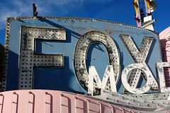 FOX (k.james) Tags: pink vegas blue sign typography lights hotel neon lasvegas casino fox signage bulbs typedesign vintagesign neonmuseum kenthenderson foxsign kjameshenderson