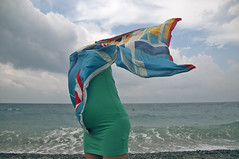 ritratto di donna senza testa (battista ferrero) Tags: donna woman senzatesta ritratto portrait green wind sea mare battistaferrero retulip pregnant gravidanza ofirgoppi free windy mediterraneo italy