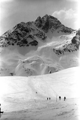 04a3371 31 (ndpa / s. lundeen, archivist) Tags: nick dewolf nickdewolf bw blackwhite photographbynickdewolf film monochrome blackandwhite april 1971 1970s 35mm europe centraleurope switzerland swiss alpine alps graubünden grisons stmoritz easternswitzerland suisse schweitz mountains peaks snow snowy snowcovered skiresort skiarea skislopes skiing landscape people skiers slopes swissalps