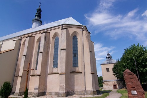 Prezbiterium kościoła Wniebowzięcia NMP i św. Stanisława BM w Bodzentynie od południowego wschodu