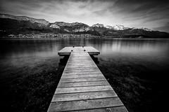 En route vers les montagnes (glassonlaurent) Tags: noiretblanc ponton lac annecy france haute savoie paysage landscape 74 pontoon blackandwhite black white bw