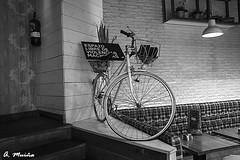 Interior decoration in a black and white bar (A. Muiña) Tags: decoración decoracióninterior bicicleta bar callejera street urbana cosa objeto photography ricoh angular object