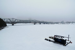 A barge trapped in ice on the Ottawa River in Ottawa, Ontario (Ullysses) Tags: barge ottawa ontario canada winter hiver snow neige rivieredesoutaouais ice glace ottawariver alexandrabridge pontalexandra interprovincialbridge canadapacificrailway cpr pont bridge