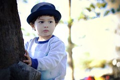 Sailor boy (Gideon McLaren) Tags: canon600d child childhood bokeh tree hiding canon cutetoddler post overexposed primelens prime sunshinecoast mooloolaba coolwinter hat sailor sailorshat treehugger