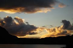 Desague, Lago Riñihue (Nadiela Némdez) Tags: lake lago light clouds sunset