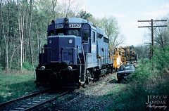 Last Run on the Akron Branch (jwjordak) Tags: trees linepole cr truck gp30 freightcar 2187 ohcr mow conrail train hudson ohio unitedstates us cr2187