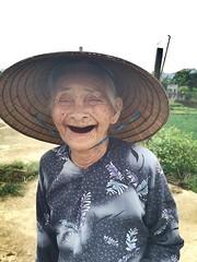 Hoi an, Vietnam (jw2801) Tags: hoian vietnam peopleoftheworld gardening oldwoman smile keeponsmiling