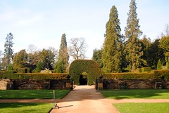 A-maze-ing (zawtowers) Tags: chatsworth derbyshire peak district historic house home devonshire family residence monday 3rd april 2017 visit day out gardens outside space green open blue skies sunshine warm sunny hedge maze puzzle solving hedges