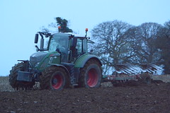 Fendt 724 Vario Tractor with a Kverneland 7 Furrow Plough (Shane Casey CK25) Tags: 724 vario tractor kverneland 7 furrow plough agco green fermoy fendt ploughing turn sod turnsod turningsod turning sow sowing set setting tillage till tilling plant planting crop crops cereal cereals county cork ireland irish farm farmer farming agri agriculture contractor field ground soil dirt earth dust work working horse power horsepower hp pull pulling machine machinery nikon d7100 traktor tracteur traktori trekker trator ciągnik