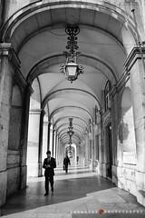 LISBOA/shades of gray (inigolai) Tags: 4tografie people lisboa lisbon portugal europe street calles arcos acs arcs ciudad city cities ciudades architectonic architecture gente personas bw sombras caminando walk walking