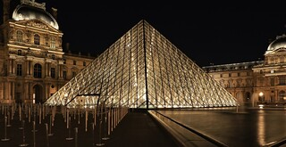 Pyramide du Louvre Paris France