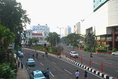 Tunjungan Yang Sepi (Everyone Sinks Starco (using album)) Tags: surabaya eastjava jawatimur jalan street