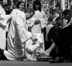 Ritual de Páscoa / Easter ritual (Francisco (PortoPortugal)) Tags: 0872017 20130328fol8989 pb nb bw páscoa easter ritual pessoas people interiores indoors grijó portugal portografiaassociaçãofotográficadoporto monochrome franciscooliveira