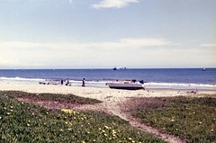Shipwreck (edwardconde) Tags: lifeguard film minolta c200 x570 fujicolor200 california santabarbara c41 carpinteria self processed aristac41kit