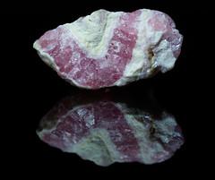 Shatters 37: Rhodochrosit / Rhodochrosite (Joachim Pöllmann - JPhoto) Tags: rhodochrosit rhodochrosite trümmer shatters joachimpöllmann jphoto murr germany badenwürttemberg mineral gem edelstein