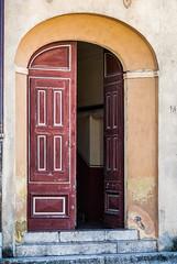 Who's there? (Maurice Tiggeler for Blue Jam Photography) Tags: spanje besalú spain deur