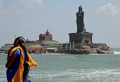 land's end: Thiruvalluvar statue and Vivekenanda Rock Memorial (geneward2) Tags: kanniyakumari thiruvalluvar vivekenanda rock memorial india