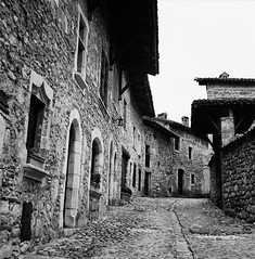 Alley in Small & Old Village (1) (Purple Field) Tags: street bw france 120 6x6 tlr film monochrome analog rolleiflex square alley kodak trix 400tx medium   f28  kreuznach 80mm  perouges   28f xenotar        schneder x