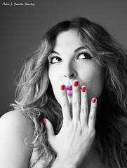 Maite - Pensamientos (Pedro J. Fuentes) Tags: color photoshop mujer retrato bn bella guapa pensamientos pensativa