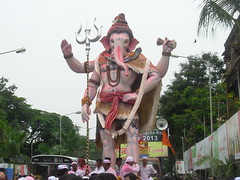 Parel Cha Raja - NarePark Ganesh 2013 (Rahul_Shah) Tags: circle king seva ganesh mumbai gsb galli dukes ganapati mohan mandal ganpati parel matunga lalbaug bhuvan ganeshotsav ganeshvisarjan ganeshutsav ganeshfestival pragati niwas 2013 wadala gajanan shantinath narepark tejukaya pramanik sbga