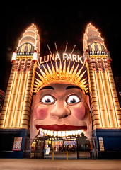 I wonder how many kids see this face in their nightmares (claudia@flickr) Tags: crazy meetup sydney entrance australia nightshoot nsw amusementpark lunapark australien hdr loony 2013 d700 photofunmeetup