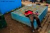 Compartiendo con los que ya se fueron.jpg (Luis Valencia Aguilar) Tags: santiago flickr retrato guatemala cementerio tumbas indigenas tradiciones folcklore barriletes sacatepequez