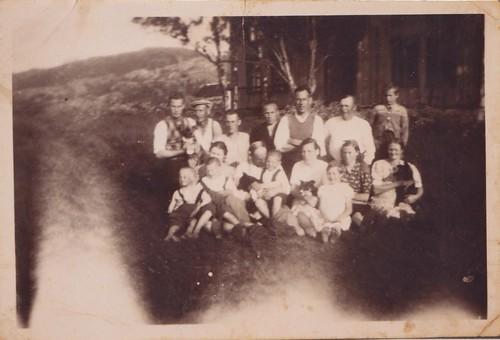 """Fra Bjørn-Even Olafsen har vi mottatt dette bildet og tekst: Mormor og morfar eide Hjartøya Storgård fra ca. 1940/41 til 1947. <a style=""""margin-left:10px; font-size:0.8em;"""" href=""""http://www.flickr.com/photos/110173116@N08/11116070345/"""" target=""""_blank"""">@flickr</a>"""