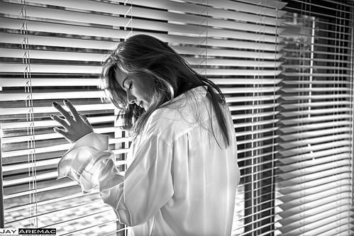 portrait woman sexy window face fashion female hongkong licht gesicht loneliness sad fenster lingerie desperate depression augen frau dessous einsamkeit nase mund krank einsam haare fraulich traurig weiblich herrenhemd lasziv verzweifelt mensshirt depressiv sarhongkong boyfriendlook