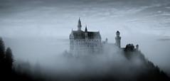 Schloss Neuschwanstein IV (Splitti68) Tags: architecture germany bayern deutschland bavaria blackwhite nebel architektur neuschwanstein schlossneuschwanstein schwarzweis archtectur nebelstimmung vision:mountain=0663 vision:sky=089 vision:outdoor=0938 vision:clouds=0805